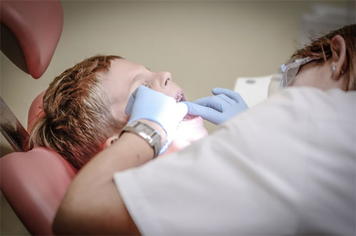 Teenagers remove wisdom teeth at East York Dental for wisdom teeth removal